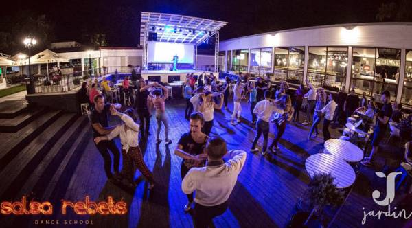 Salsa on Sunday outdoor la Jardin